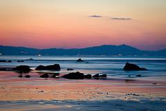 Frio/Calor en Barrika (artberri) Tags: sunset beach atardecer playa bizkaia euskalherria euskadi vizcaya hondartza barrika