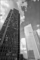 Acariciacielos (La ventana de Alvaro) Tags: france edificio reflejo francia ladfense reflejos pars afiaie