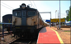 VSKP WAG-6 with BTAP Rake!! (Ankit Bharaj) Tags: india mountain electric train canon is diesel indian pair engine twin locomotive 100 express railways section abb ankit sx ghat alco baldie kgp kharagpur orrisa irfca koraput wdm3a wdm2 bharaj damanjodi vskp wdg3a vishakhapattnam wag6 hirakhand baiguda