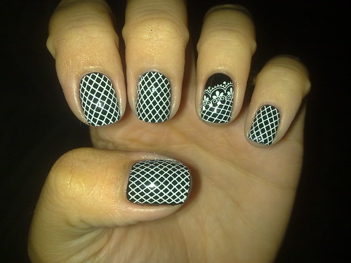 Day 7. Black and White nails