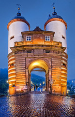 Torre en el viejo puente de Heidelberg /Tower in the Old Foot Bridge in Heidelberg (Germany) (dleiva) Tags: azul architecture germany arquitectura europa europe cathedral gothic catedral amanecer aachen hora nocturna alemania domingo hdr crepsculo deutchland leiva gtico aquisgran dleiva