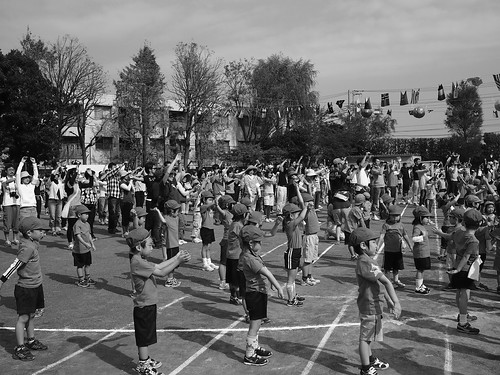 ラジオ体操で運動会は始まる