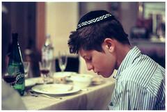 sad seder (DeborahLeca) Tags: boy table meal jew adolescent garon verre fourchette repas chemise kippa juif assiettes