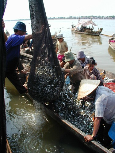Tonle Sap River, Cambodia, photo by Eric Baran, 1999