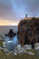 Neist Point Lighthouse (Philip Eaglesfield (Eggles)) Tags: longexposure sunset lighthouse skye zeiss scotland isleofskye sundown neist neistpoint