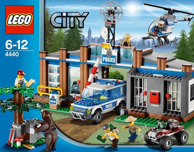 LEGO 4440 Forrest Police Station