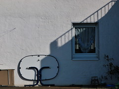Dortmund (heleconia) Tags: shadow germany schatten dortmund tristesse gartentisch