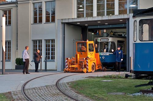 Der FMTM-Vorstand Markus Trommer mahnt zur Vorsicht: M-Wagen 2616 verlässt die Museumshalle