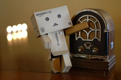 Que el ritmo no pare ! (mike828 - Miguel Duran) Tags: light music radio 35mm vintage toy luces miniature nikon dancing bokeh antique d70s antigua musica f18 miniatura bailando juguete danbo