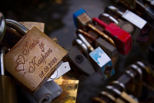 Riga, il lucchetto dell'amore