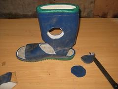 Romika (stoni2008) Tags: girl mud cut alt wellington wellies fsse rubberboots nagel gummistiefel schmutz gumboots dreck schlamm matsch kaputt leaky gummistvler undicht nasse kumisaapas gummistvlar fse bottesencaoutchoucquifuient lckande