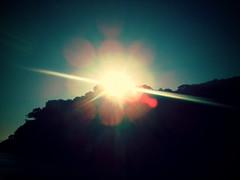 Amanhecendo (BêS) Tags: sky sun sunlight mountain color sol praia beach nature colors brasil sunrise cores landscape geotagged natureza places paisagem lugares dawning cor amanhecer montanha sunflare picplz geo:lat=239333333 geo:lon=46183333300000015