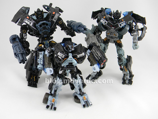Transformers Ironhide DotM Voyager - modo robot vs 2007 vs HftD