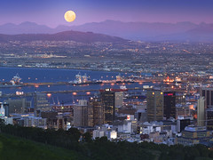 Cape Town and Harbor Under Full Moon (dpf.peter) Tags: ocean africa city travel moon mountain water southafrica harbor scenic nobody capetown panoramic fullmoon moonrise landforms naturalworld height urbanscenes mountainrange capitalcity nationalcapital capeprovinces westerncapeprovince peterwallpapers