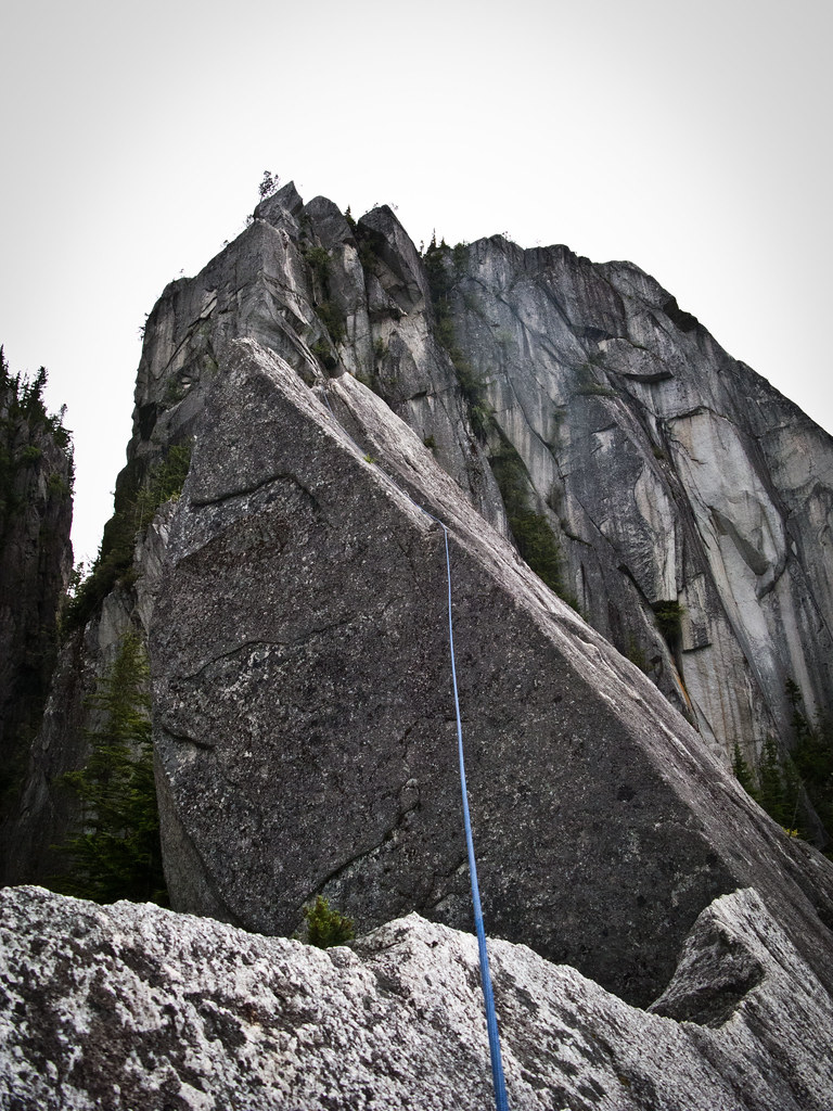 Angel's Crest, 5.10c, Squamish - On the Acrophobes-1