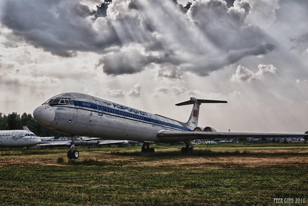 Soviet Long-Range Jet Airliner Ilyushin IL-62. !>25BA:89 40;L=5<038AB0;L=K9 0280;09=5@ ;-62.