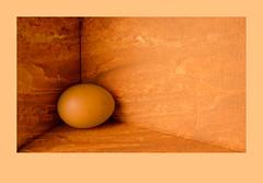 El Huevo d'en Xoroi (Kepa_photo) Tags: caja bodegón huevo xoroi encajonado encajada kepaphoto tallerboscomercadal texturacovadenxoroi cajacamper