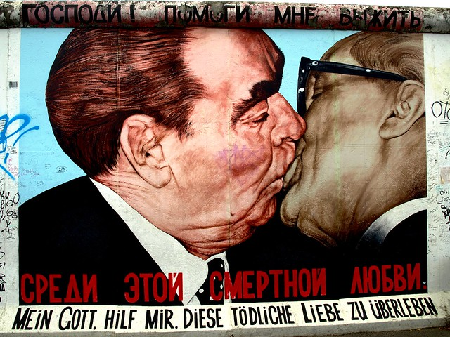 East Side Gallery 01 El Beso