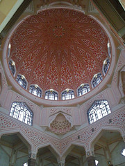 Another Prespective (Kombizz) Tags: red architecture circle geometry islam religion decoration mosque malaysia dome another kualalumpur masjid putra prespective putrajayamosque 1450 pinkmosque masjidputra noorgir kombizz noorghir anotherprespective