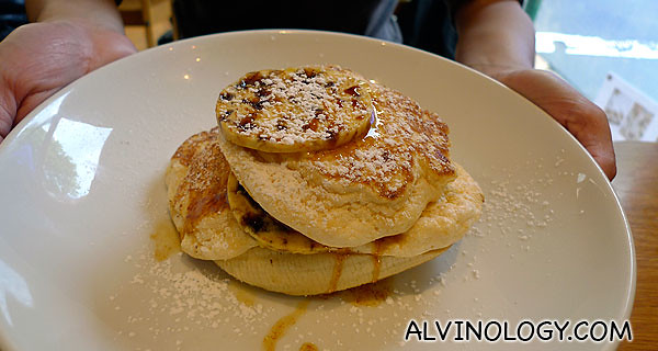 Eunice's order - ricotta hotcakes with fresh banana and honeycomb butter