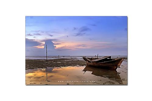 Perahu Diantara Hadirnya Senja