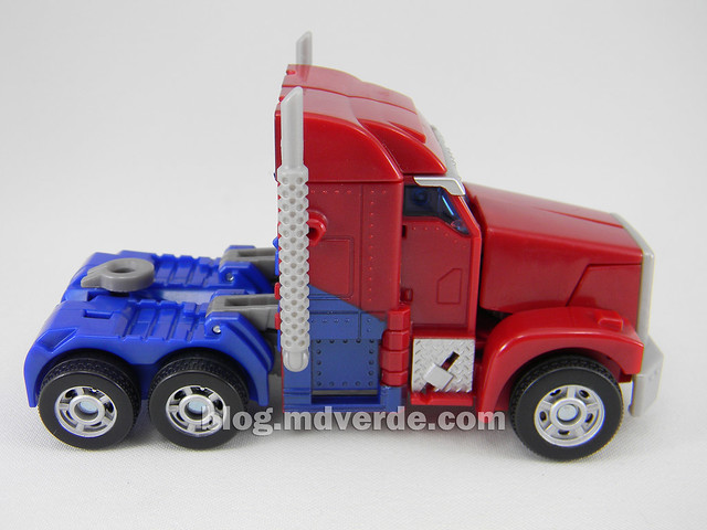 "Transformers Optimus Prime  ""Transformers Prime"" Deluxe SDCC - modo alterno"