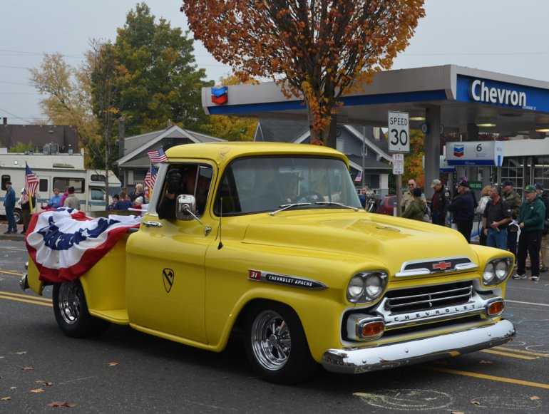 DSC_0057p_veterans_day_parade_vintage_Chevy_truck