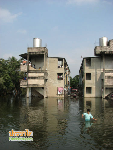 บันทึกจากอ้อมน้อย: แรงงานพม่ากับปัญหาที่ทับทวีจากน้ำท่วม