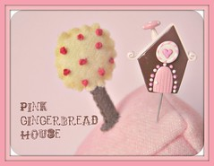 pink gingerbread house pin topper (Pinks & Needles (used to be Gigi & Big Red)) Tags: holiday pincushion etsy gigiminor pintoppers sewingpin
