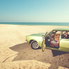 Jornadas (Ibai Acevedo) Tags: door color beach car mar playa coche carro posts puertas gurruchaga