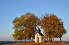 Hermann-Josef-Kapelle (Lichtsucher) Tags: autumn sunset evening abend herbst chapel eifel blankenheim josef hermann kapelle hngersdorf ripsdorf