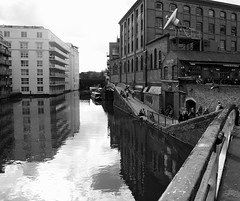 (a.rud.beth) Tags: uk england london streetshots regentscanal camdentown