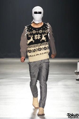 Banal-Chic-Bizarre-Menswear-Japan-Fashion-Week-2012-SS-027-600x899