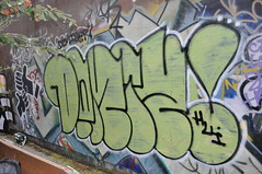 demize (da good sheet) Tags: graffiti hui throw throwie huik