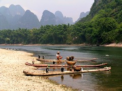 Fisherman at the Li river (Frhtau) Tags: china birds rural river li countryside boat guilin south bamboo fisher province guanxi kormoran flus