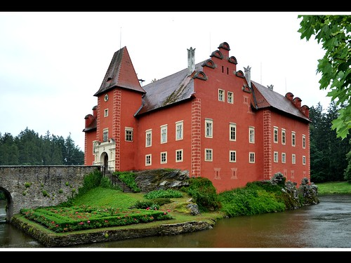 Červená Lhota — The Red Castle
