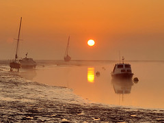 Misty morning (Harleycy3) Tags: sunrise boats golden southend twotreeisland sigma70200mmf28lens nikond700