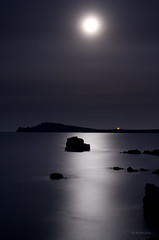 Moon and sea, infinite calm (Ahio) Tags: longexposure sea moon seascape night mediterranean nocturnal luna fullmoon explore moonlight menorca fornells balearicislands tirant cavallera samola smcpentaxda35mmf28 pentaxk5