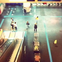 Metrô Vila Madalena (Carlos Fachini ™) Tags: brazil people brasil subway square effects photography pessoa metro sãopaulo photograph squareformat brannan efeito fotografia são iphone tiltshift madalena tiltshiftmaker iphoneography instagramapp uploaded:by=instagram foursquare:venue=4de94a351f6e9b5377235e14