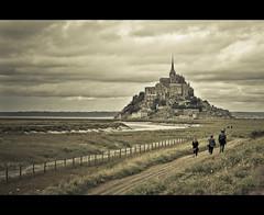 Mont Saint-Michel (ar.t) Tags: france castle composition scene tones montsaintmichel tons saintmichel virado bestcapturesaoi