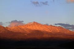 Sunset Mountainscape, Tibet (reurinkjan) Tags: nature prayerflag chenresig drolma lungta chanadorje sacredmountains jambayang tibetanlandscape     janreurink ommanipemehung tibetanplateaubtogang kham buddhism tibet tawucounty sacredmountainsoftibet dardocounty zharalhatse5820m19094ft lhaganggompa minyaglhagangyongdzograbgilhakangtongdrolsamdribling chortenmchodrten nyingmapasherda prayerflagsonstaff landscapeyulljongs naturerangbyung sunsetnyirgas 2010 lhaganglhasgang landscapesceneryrichuyulljongsrichuynjong peakofasolitarymountainridochadridoch