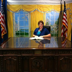 Oval Office: Desk