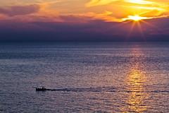 Atardecer con el sol entre las nubes (ibzsierra) Tags: sea cloud sun mer sol canon atardecer mar ibiza 7d eivissa sunst ocaso solei nube baleares oltusfotos blinkagain