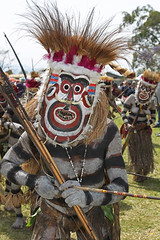 Goroka show in PNG (Bertrand Linet) Tags: tribal papou tribes png tribe papuanewguinea papua ethnic papu ethnology oceania goroka tribesmen  ethnologie ethnique papous papuaneuguinea papuanuovaguinea  ethnie gorokashow papuan papouasie papouasienouvelleguine papuans papoeanieuwguinea papusianovaguin   papanuevaguinea    paapuauusguinea  papuanovaguin papuanovguinea   bertrandlinet gorokashowpng papuasingsing tribespng tribespapua