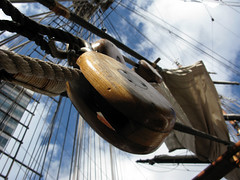 pulleyblock (Henry_Grey) Tags: wood sky color colour colors amsterdam canon ship colours dof rope powershot rig block tall tallship pulley rigging stad clipper pully pulleyblock stadamsterdam puley g9