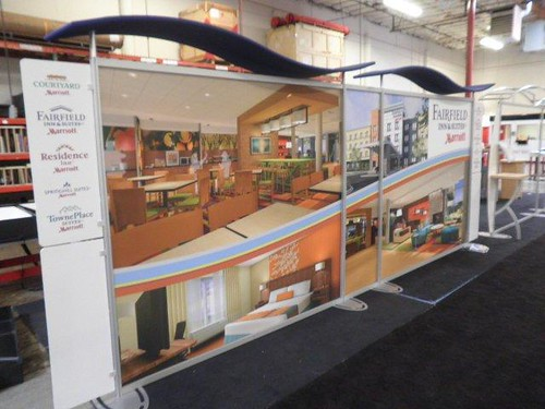 Portable Hybrid Display Booth by Evo Exhibits