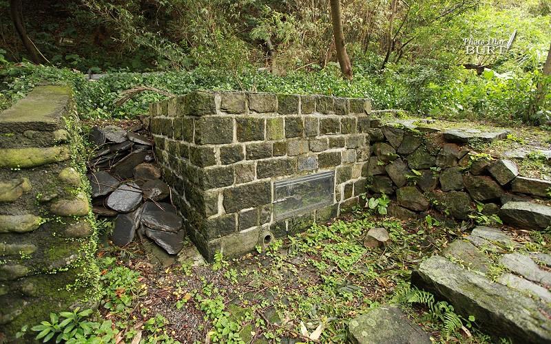教室後方的舊石水函