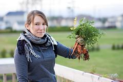 End of the season (JuliusLePetit) Tags: light canon 50mm friend girlfriend sigma vegetable québec rox joliette carots 450d