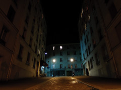 . (Le Cercle Rouge) Tags: street paris france night 75019 lecerclerouge rueclavel