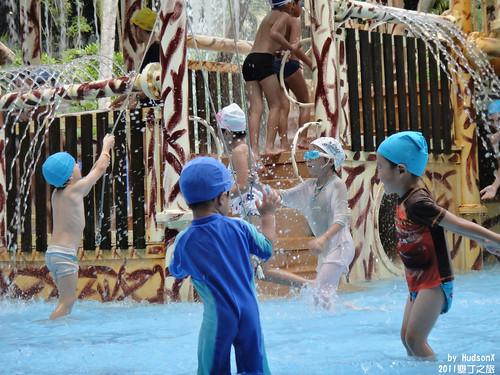 兒童池戲水中